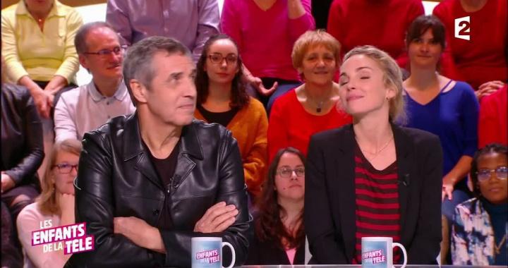 Claire-Keim-sur-un-plateau-télé